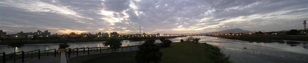 河雙21號公園晚霞全景.jpg