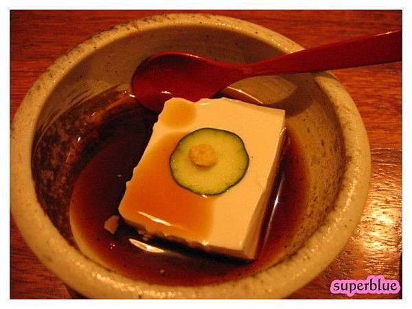 豆腐其實滿好吃的,雖然醬油很鹹