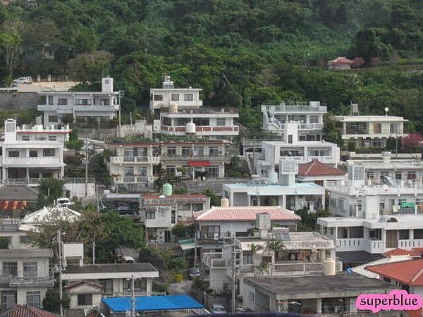 沖繩的房子其實滿密集的
