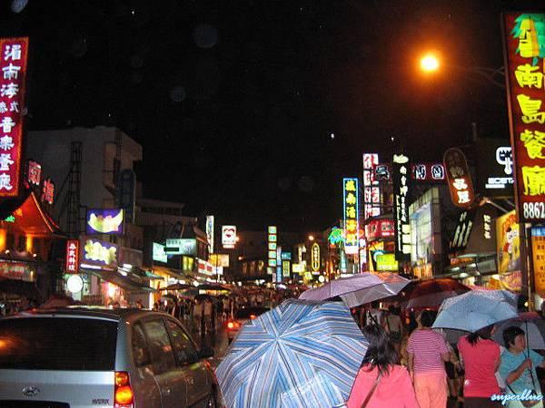 雨夜的墾丁,其實還是很多人