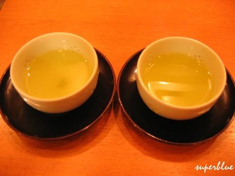 先上兩碗茶,但其實茶是最後才喝的