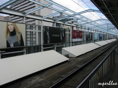 新大阪車站等車
