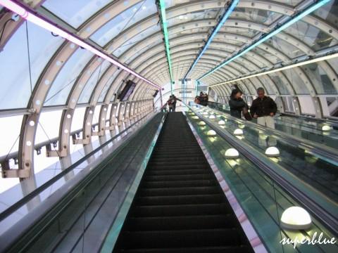 往觀景區的超長手扶梯