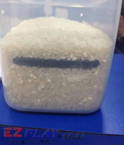 手機泡水應該放米缸嗎