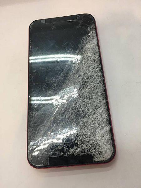 HTC 蝴蝶2面板破裂慘重