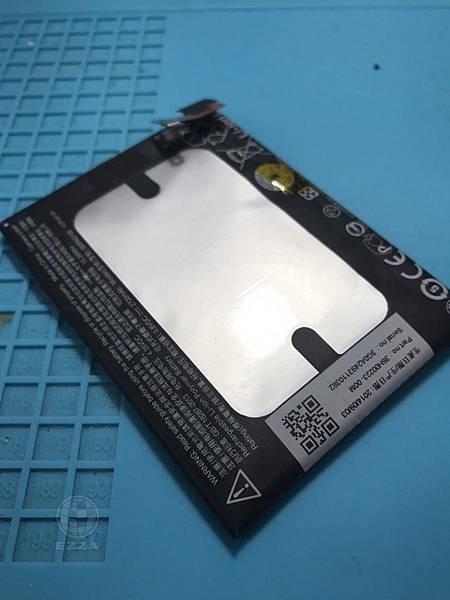 HTC 蝴蝶2電池膨脹