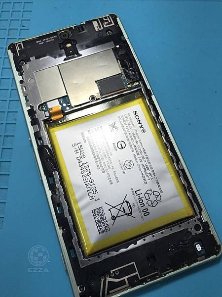 SONY C5電池膨脹