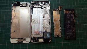iphone5 手機泡海水僅一天 狀況慘兮兮