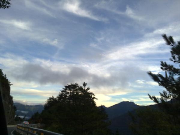夕陽與晚霞也讓我們看到了