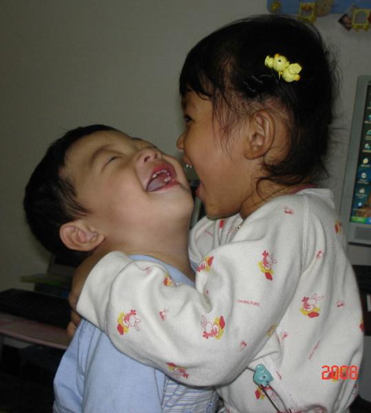 蔡沛儀  <姐弟>最甜蜜的親親.抱抱