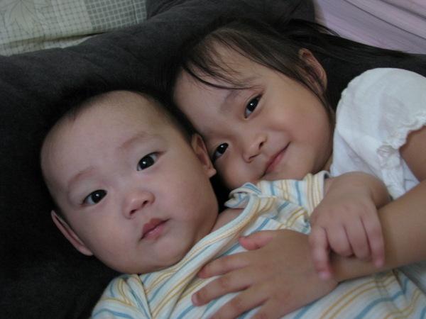 林芊妤+林子禔 姊姊~給我愛的抱抱