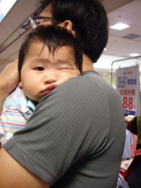 張哲瑋 爸爸的抱抱棒了