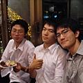 有點無聊你們三個還在這裡聽XD