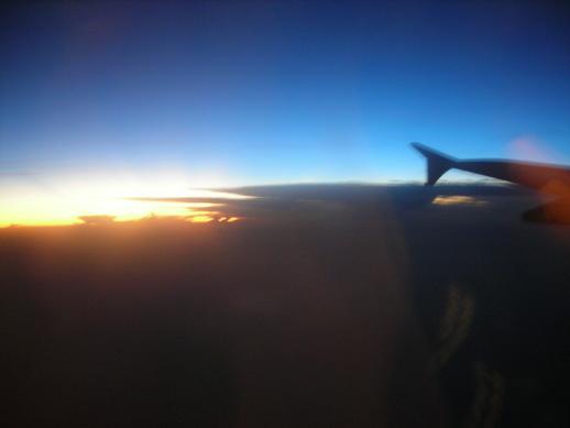 飛到雲上面了:D
