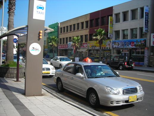 這裡有計程車站耶