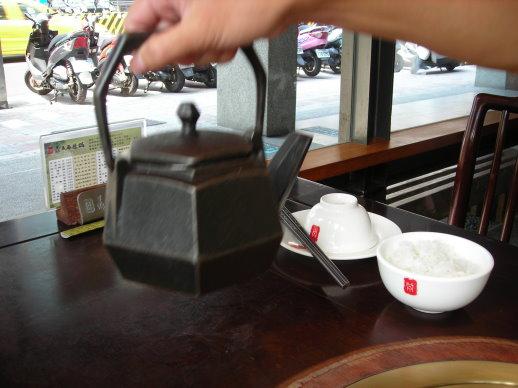 很重的茶壺