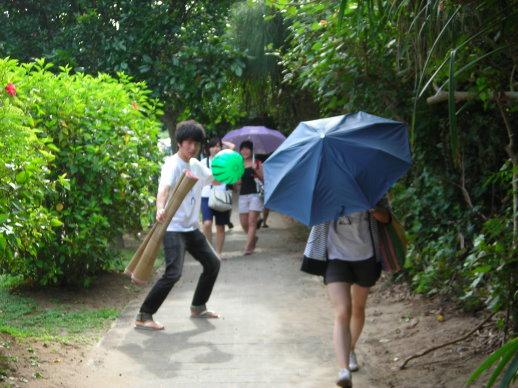 怡清迅速開傘