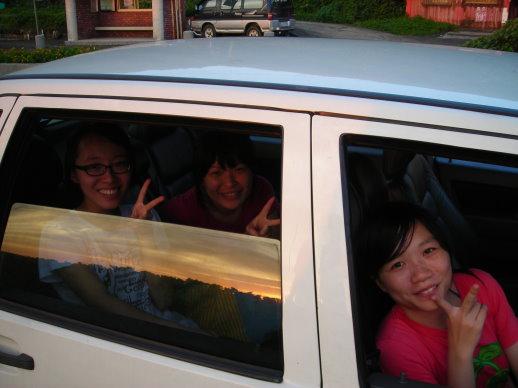車裡的三位