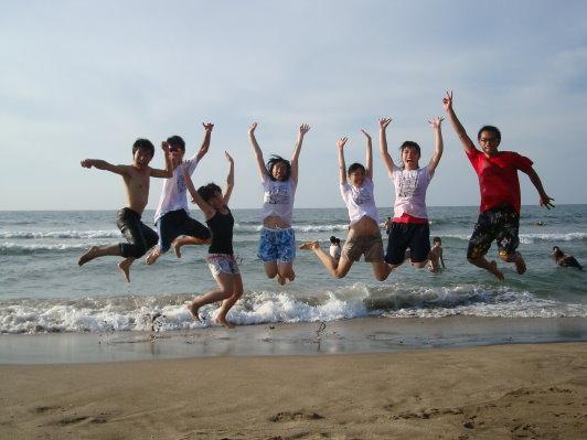 每次到海邊都要跳一下~