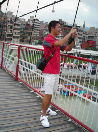 吊橋上的小紅帽