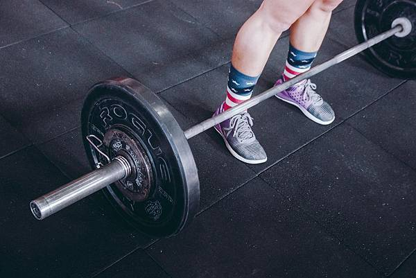 <SuperFIT居家健身菜單>想要蜜桃臀?蹲就對了! 深蹲不單純練大腿