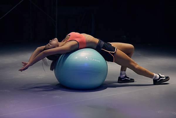 彎腰駝背、腰痠背痛!重訓竟能大幅改善駝背?-伸展放鬆