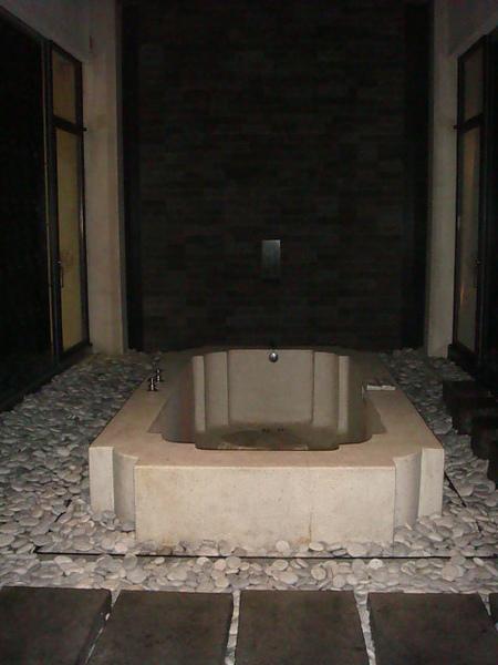 超大的戶外浴池