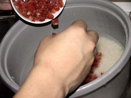 步驟十: 放上臘腸