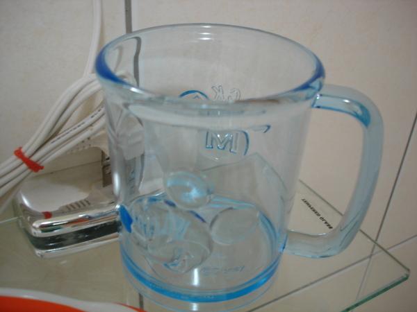 今天新買個米奇漱口杯,太漂亮了所以趁新照一張!
