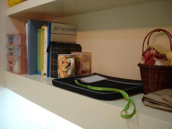 很有設計感的書櫃