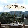 餐廳外圍的陽傘區