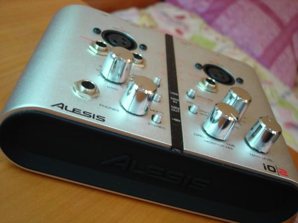 Alesis IO2 側面觀