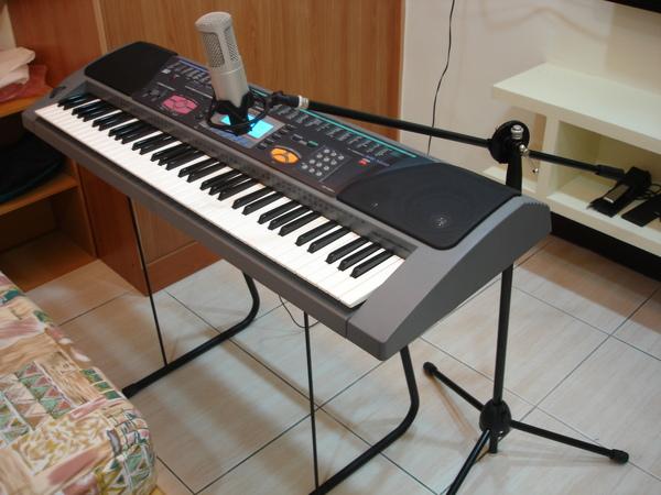 電子琴配麥克風整體照