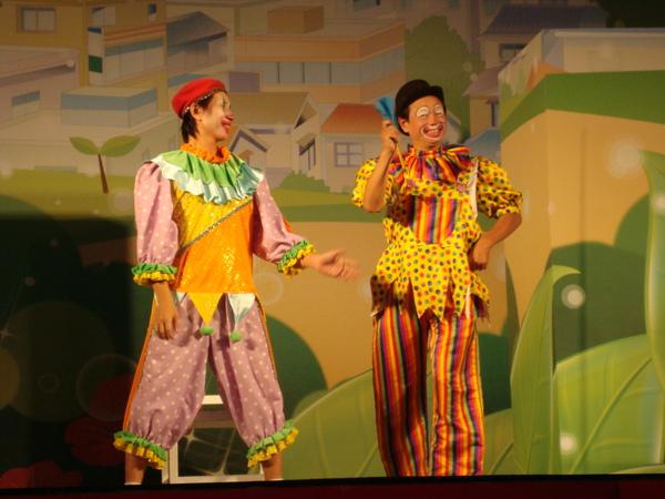 很逗趣的兩個小丑