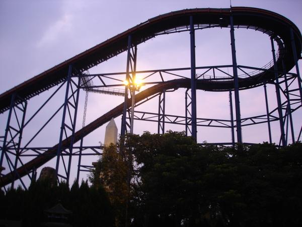 夕陽配上轟浪爬坡道