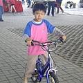 冠宇騎腳踏車