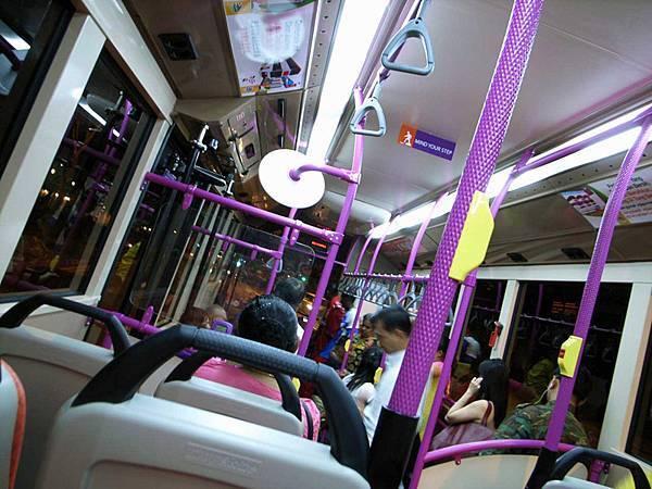 可愛又實用的公車內部