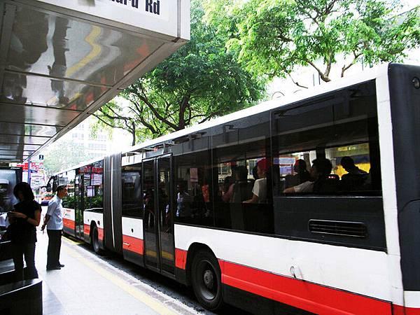 公車還是火車 = =