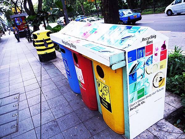 彩繪的垃圾筒