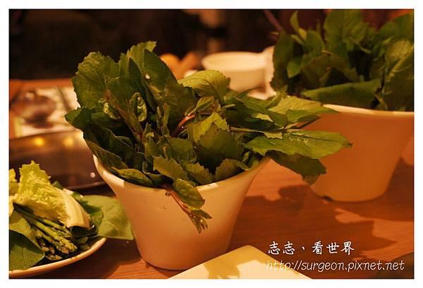 《台南》府城藝術轉角葯蔬湯本鍋料理 (1).JPG