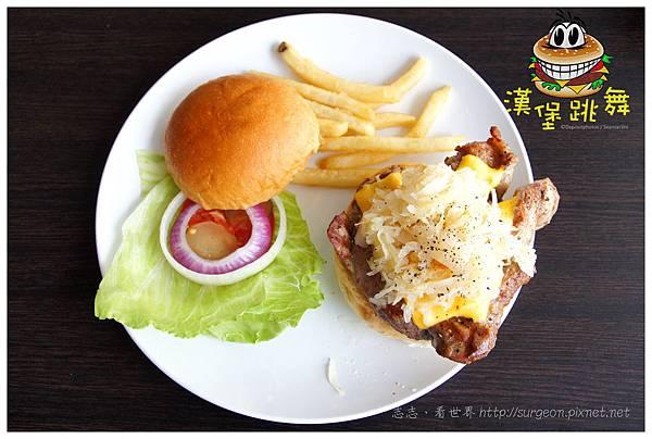 《台南》漢堡跳舞 漢堡 排餐 早餐 調酒 (11)