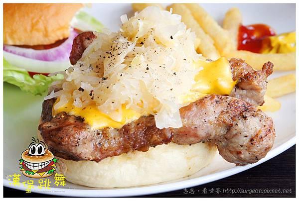 《台南》漢堡跳舞 漢堡 排餐 早餐 調酒 (13)