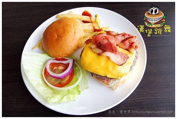 《台南》漢堡跳舞 漢堡 排餐 早餐 調酒 (14)