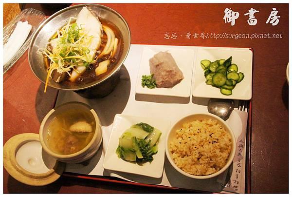 《高雄》御書房 火鍋 簡餐 咖啡 素食 (13)