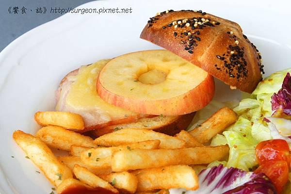 《台南》巴黎波波 輕食館 麵包餐 三角吐司 (19)