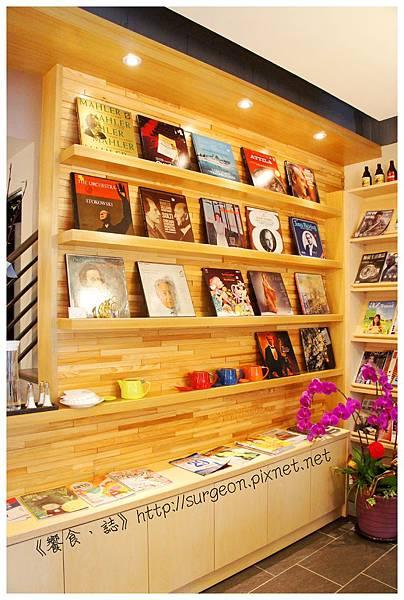 《台南》塗鴉空間 書店 早午餐 咖啡 甜點 (7)