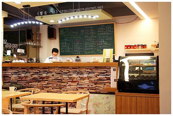 《台南》塗鴉空間 書店 早午餐 咖啡 甜點 (9)
