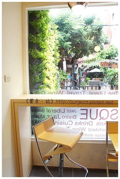 《台南》塗鴉空間 書店 早午餐 咖啡 甜點 (10)