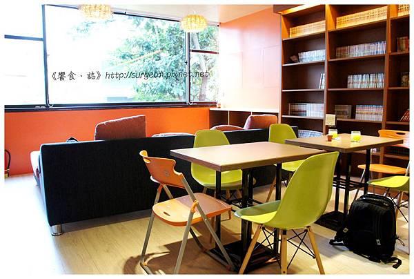 《台南》塗鴉空間 書店 早午餐 咖啡 甜點 (12)