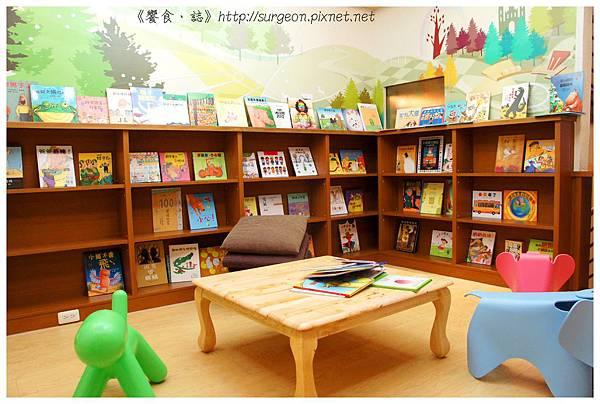 《台南》塗鴉空間 書店 早午餐 咖啡 甜點 (13)